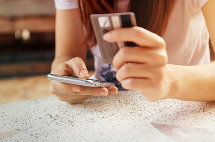 Kartu kredit memudahkan transaksi