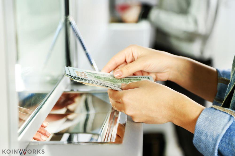 mengajukan pinjaman bisnis - kredit tanpa agunan - mesin ATM - stor tunai - ambil uang di atm