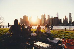 7 Tips Menghemat Uang Tanpa Mengorbankan Kehidupan Sosial Anda