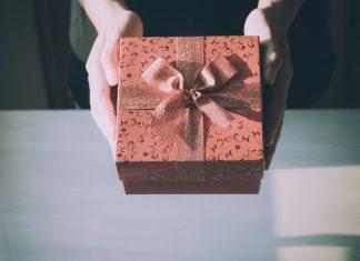 hadiah kado - mengelola bonus perusahaan
