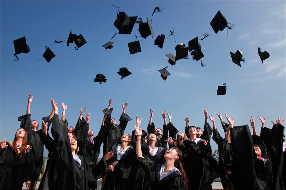 investasi yang tepat untuk fresh graduate - investasi fresh graduate - sarjana - pendidikan tinggi
