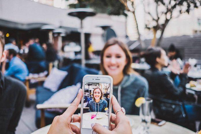 influencer-jasa-untung-bisnis-medsos-sosial media-post