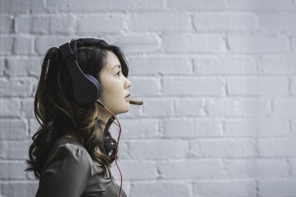 hukum mendengarkan - mendengarkan keluhan pelanggan - mendengarkan feedback - customer service - 4 Teknik yang Perlu Dikuasai Salesperson Saat Menjadwalkan Ulang Panggilan Telepon dengan Pelanggan