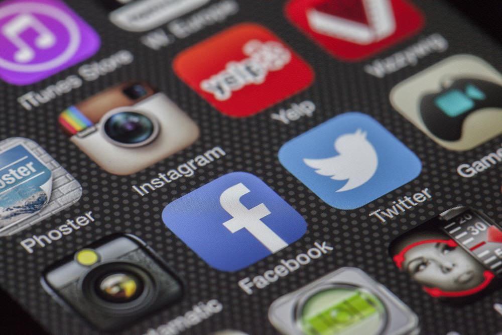 media sosial - 6 Cara Upgrade Keuangan Lewat Media Sosial, Pernah Memikirkannya?