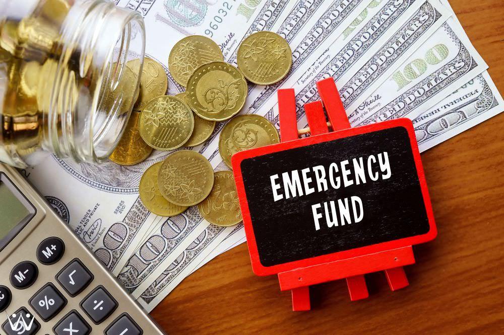 mempersiapkan dana darurat - dana darurat penting dimiliki.