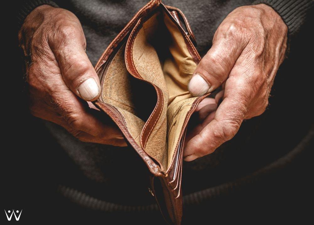 mengatasi kerugian investasi gagal bayar kerugian uang - kehabisan uang - dompet kosong - boros - Ini Dia 9 Pengeluaran yang Menghemat Isi Dompet Anda!