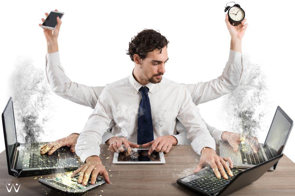 multitasking - 4 Alasan Utama yang Membuat Banyak Orang Mengubur Impian Mereka -7 Tanda Anda Bekerja Berlebihan, Yuk Utamakan Kesehatan Anda!