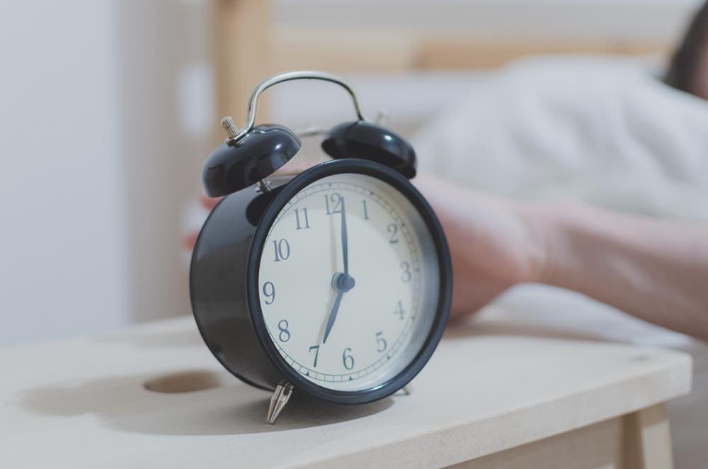 bangun pagi - jam - tepat wkatu- tips menjaga kesehatan