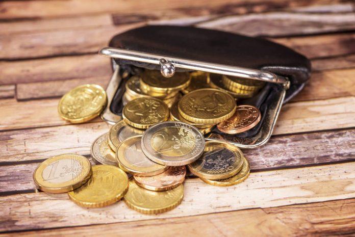 hemat-cara-atur-uang-teknik-peer to peer lending-Ikuti Program Pensiun Pegawai-Membuat Rencana Anggaran Setiap Bulan - resolusi tahun baru-Bantu Pasangan Kamu untuk Mempersiapkan Dana Pensiun Yuk!