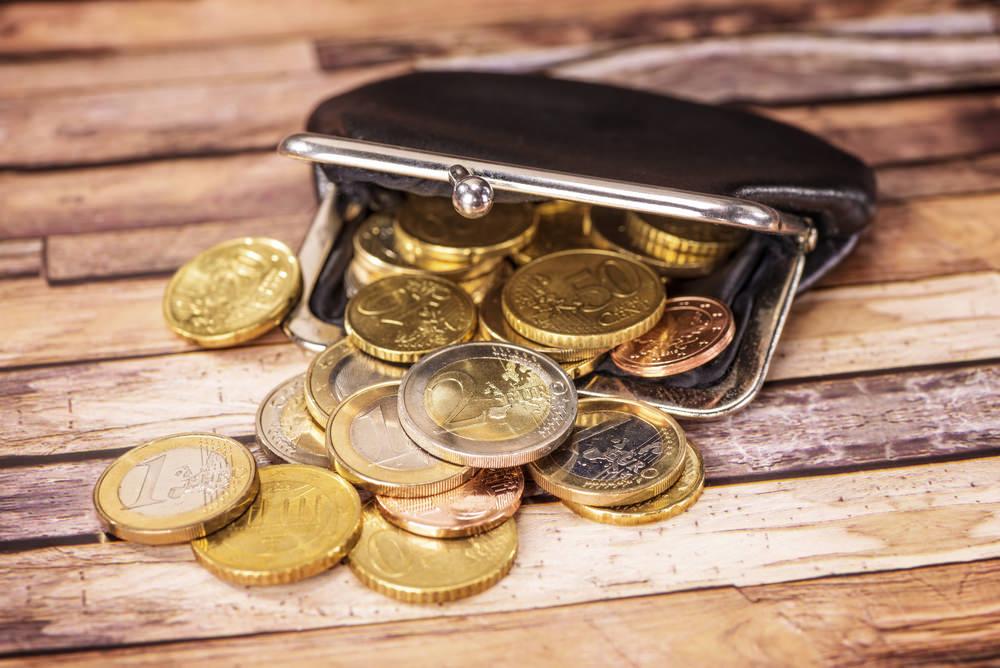 mengatur keuangan - hemat-cara-atur-uang-teknik-peer to peer lending-Ikuti Program Pensiun Pegawai-Membuat Rencana Anggaran Setiap Bulan - resolusi tahun baru-Bantu Pasangan Kamu untuk Mempersiapkan Dana Pensiun Yuk!