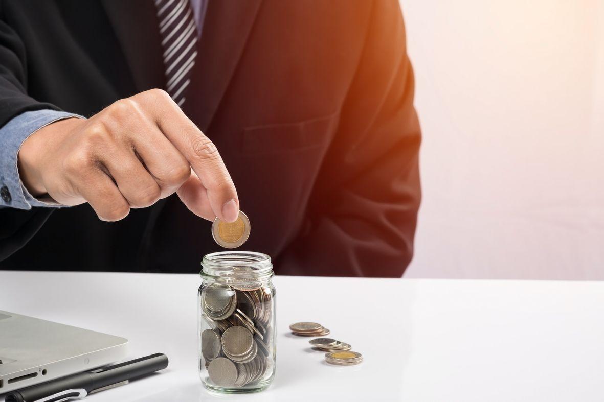 menabung - tips hemat ala perencana keuangan - Ingin Mewujudkan Kebebasan Finansial? Ini 4 Kiat Mengelola Keuangan dengan Bijak - cara membeli mobil