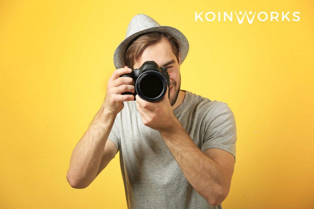 penjual foto di situs digital - Kerja Sampingan yang Cocok untuk Introvert - fotografer - Berbisnis Sambil Kuliah Tidaklah Sulit, Ini 3 Tips Jitu untuk Anda! - ide bisnis di hari kemerdekaan