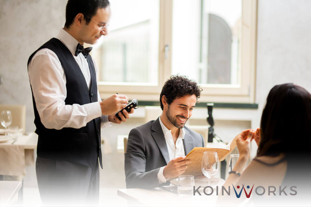 Pebisnis pemula - memulai bisnis kuliner - makan di restoran - strategi mempertahankan bisnis