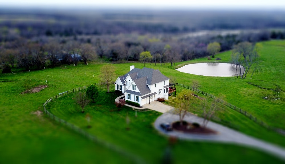 Pertimbangan Penting Sebelum Investasi Properti - lingkungan rumah