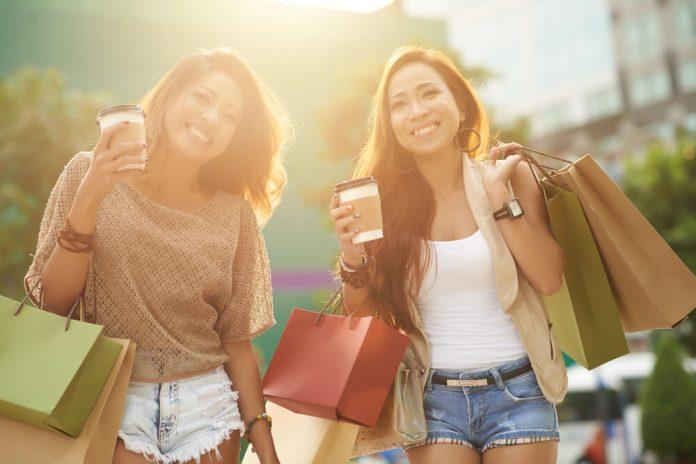belanja baju - pakaian - shopping - 7 Alasan Anda Tidak Perlu Membeli Pakaian Berdasarkan Tren, Bijaklah Menghabiskan Uang - 7 Cara Jitu Mendapatkan Uang Tambahan pada 2019