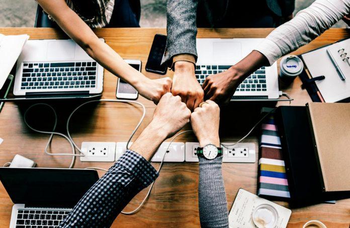 5 Cara Menjadi Pemimpin yang Dihormati, Bukan Ditakuti - Jangan Lengah! Ini 5 Strategi Mempertahankan Bisnis yang Makin Tumbuh