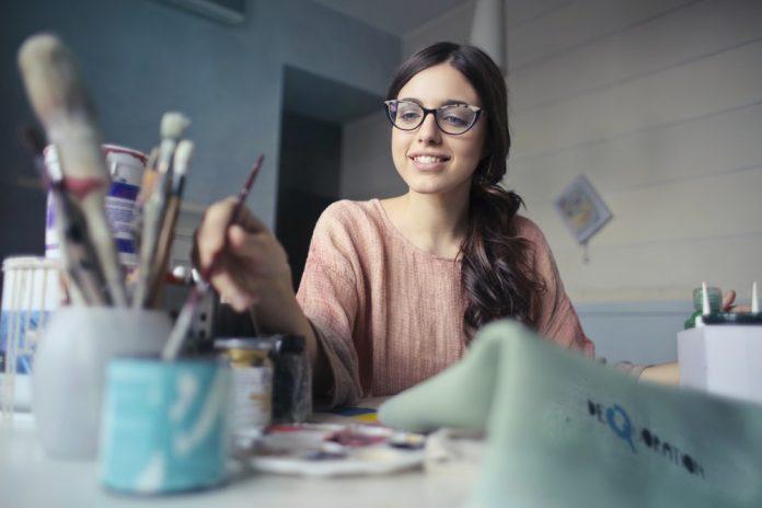 melukis seni - 7 Tips Sukses Menjalani Bisnis Sesuai Passion