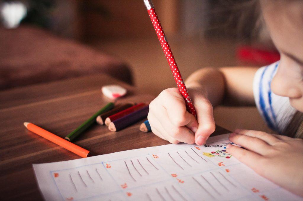 Mengajar Anak Mengelola Keuangan Lewat 5 Hadiah Ini- sampingan mahasiswa