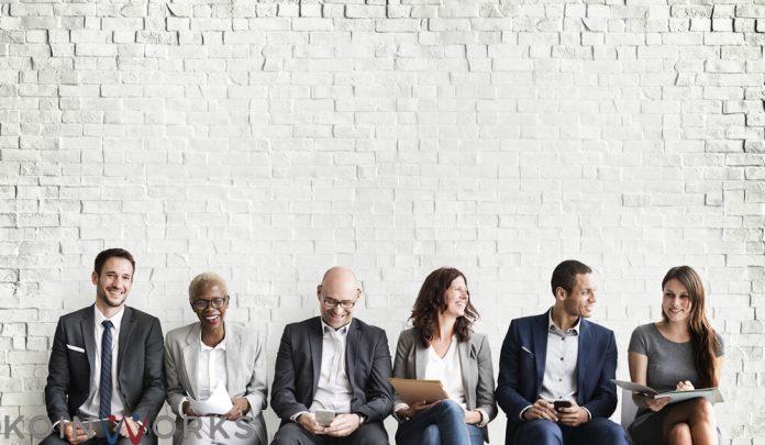 Keterampilan komunikasi tips - Apakah Pemimpin Hanya Identik dengan Kekuasaan dan Kekuatan?