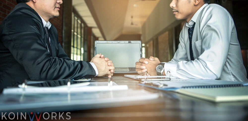seorang pengusaha bernegosiasi