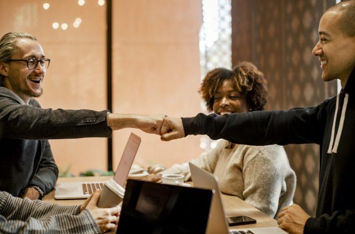 Ini 6 Alasan Utama Mengapa Perusahaan Mau Mempekerjakan Anda, Jangan Salah Melangkah! - membangun bisnis keluarga