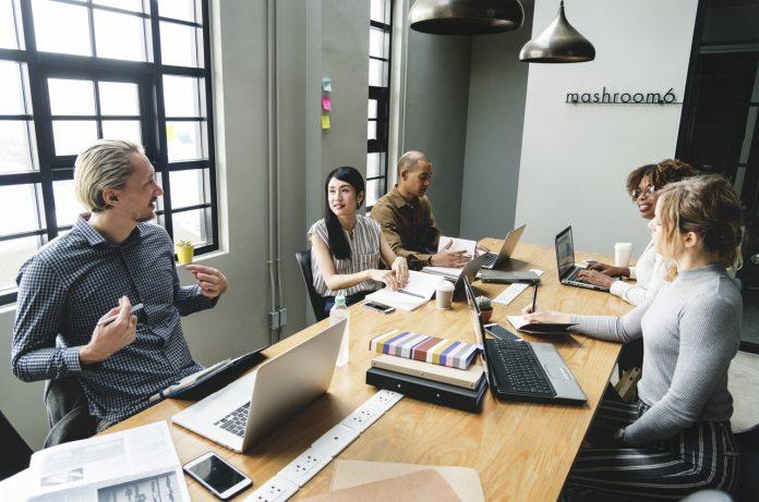 Komunikator Hebat dan Luar Biasa Pasti Memiliki 5 Kualitas Berikut Ini - Haruskah Anda Melewati Perguruan Tinggi demi Menjalani Bisnis?
