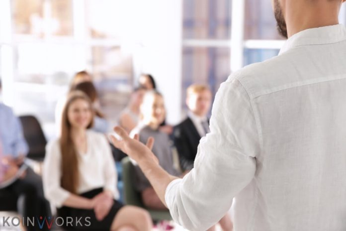 Perhatikan jeda saat berbicara presentasi yang baik - Merasa Diri Istimewa adalah Hal yang Berbahaya! Jangan Pernah Berpikir Seperti Ini - 6 Tips Sebelum Memulai Pidato di Hadapan Banyak Orang - seminar