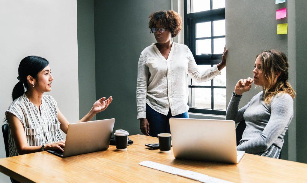 3 Strategi yang Bisa Dilakukan Untuk Mendapatkan Perhatian Audiens Saat Sedang Presentasi