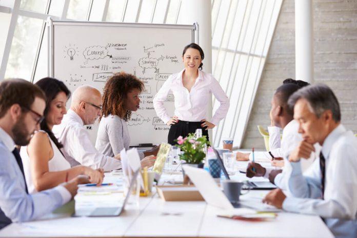 5 Cara Menggunakan Gestur Tangan Saat Sedang Presentasi, Ini Cara Memulainya! - 6 Kesalahan Saat Presentasi di Depan Pimpinan