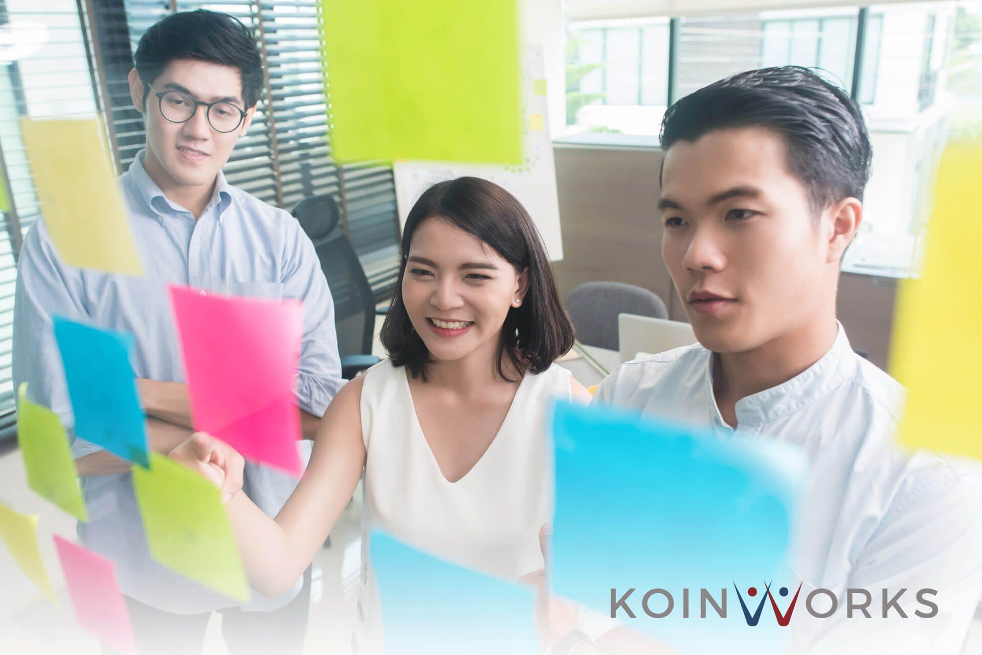 konten - kolaborasi karyawan - kantor (5) - 7 Alasan Penting Mengapa Anda Harus Selalu Mengembangkan Diri - 5 Alasan Introvert Bisa Menjadi Pemimpin Bisnis yang Luar Biasa - Lakukan 5 Langkah Ini untuk Mengembangkan Keterampilan Analitis