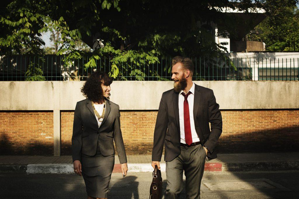 sukses - senang - bahagia - karyawan kantoran - pebisnis (9) - lebih hemat ngekos, ngontrak atau sewa apartemen