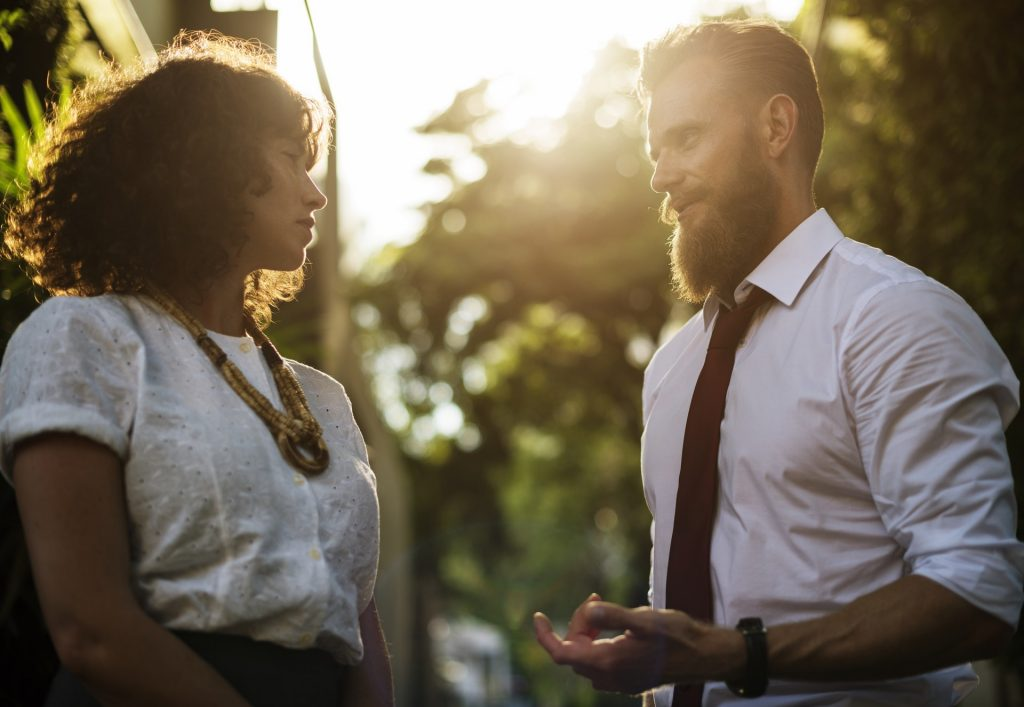 sukses - senang - bahagia - karyawan kantoran - pebisnis (9) - Dapatkan Apa yang Anda Inginkan dengan 5 Taktik Negosiasi Ini