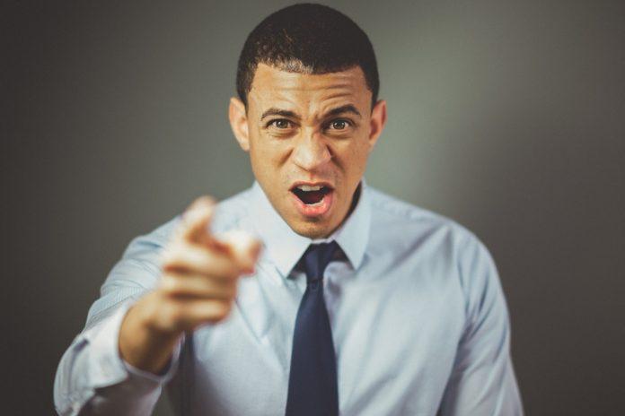 Manajer yang Buruk - marah - emosi 4