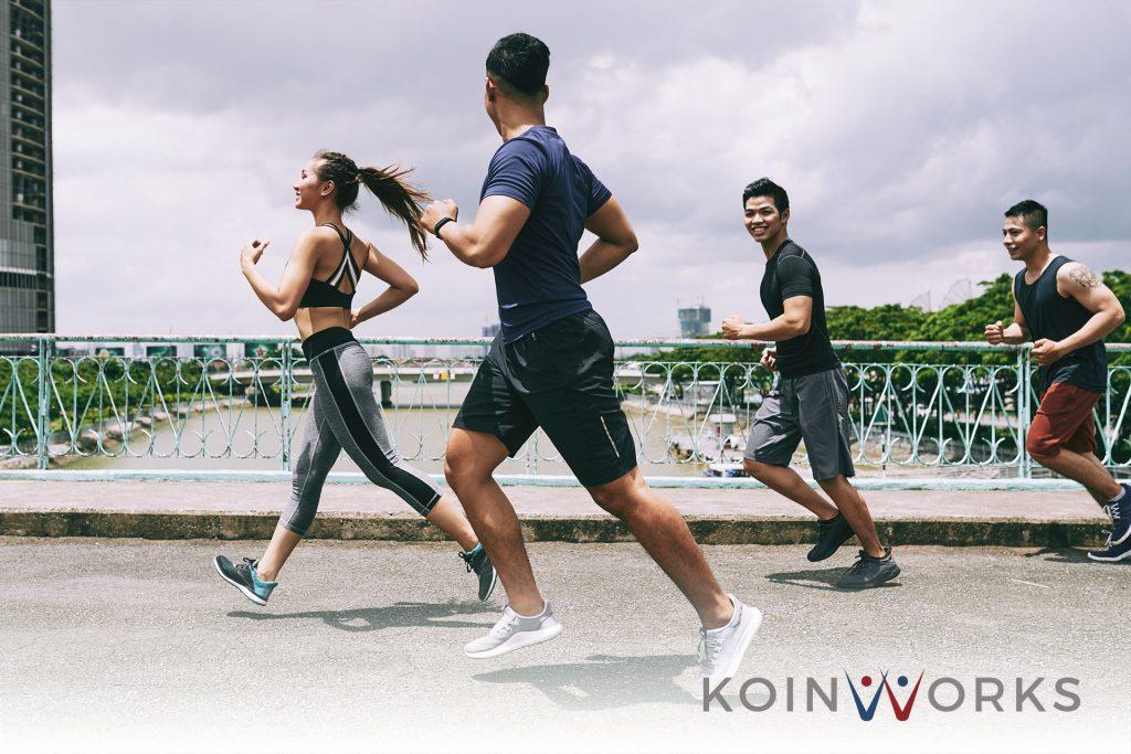 olahraga lari teman - anak - keluarga - olahraga - sehat - bahagia - 5 Gaya Hidup Hemat Biaya yang Bisa Meningkatkan Harapan Hidup Seseorang - Terapkan 6 Pola Pikir Atlet Berikut Ini Agar Sukses Finansial - 5 Jenis Olahraga Hemat Bagi Pecinta Gaya Hidup Sehat!
