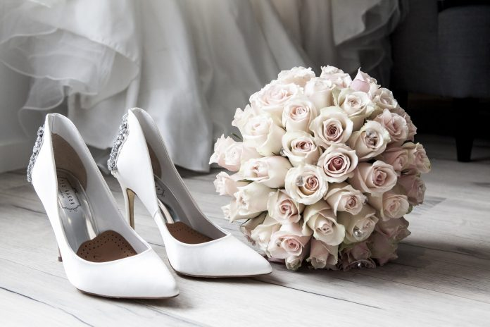 3 Alasan Berhutang untuk Pernikahan adalah Pilihan yang Buruk