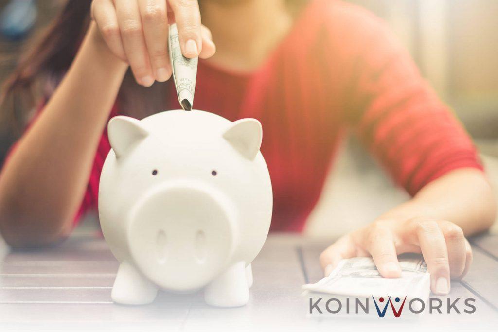 hemat uang - 7 Nasihat Keuangan Warren Buffet yang Bikin kamu Jago Mengatur Uang! - 5 Cara Mengatur Penghasilan Agar Terhindar Dari Gaji '15 Koma' - Buat Masa Tua Seindah Senyuman di #AgeChallenge dengan 5 Tips Keuangan Ini!-2