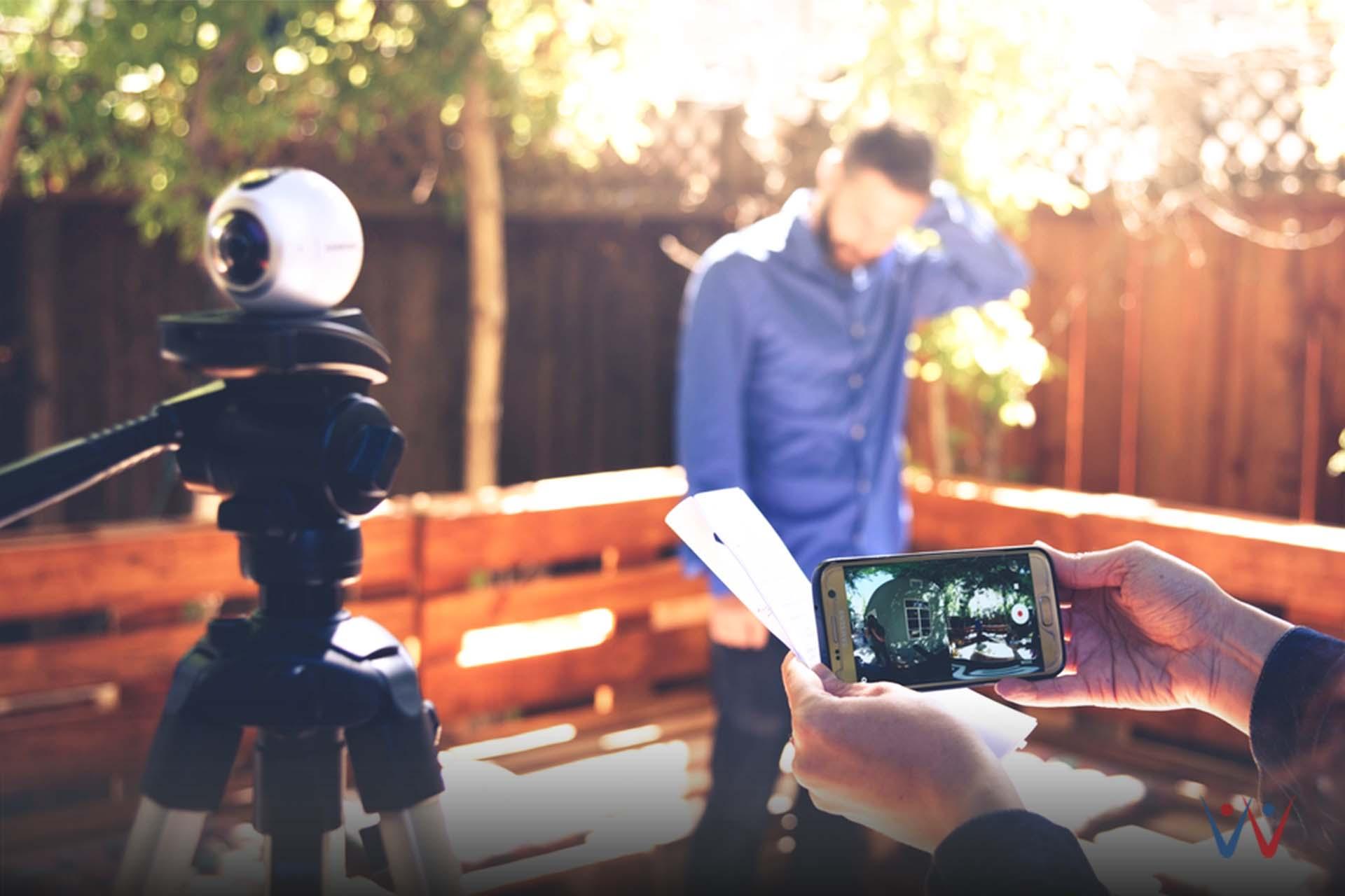 rekam video - smartphone - strategi marketing-media sosial - 6 Cara Upgrade Keuangan Lewat Media Sosial, Pernah Memikirkannya?-digital marketing-tips membuat cv-Batasi Kunjungan Situs Belanja Online-Hapus Aplikasi Belanja Online di Ponsel-3 Aplikasi Smartphone yang Bikin Kamu Gagal Hemat-Strategi Bisnis Offline Agar Tidak Punah di Zaman E-commerce