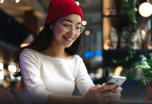 cek kk online - senyum - cewek - merah - strategi marketing - imlek - smartphone